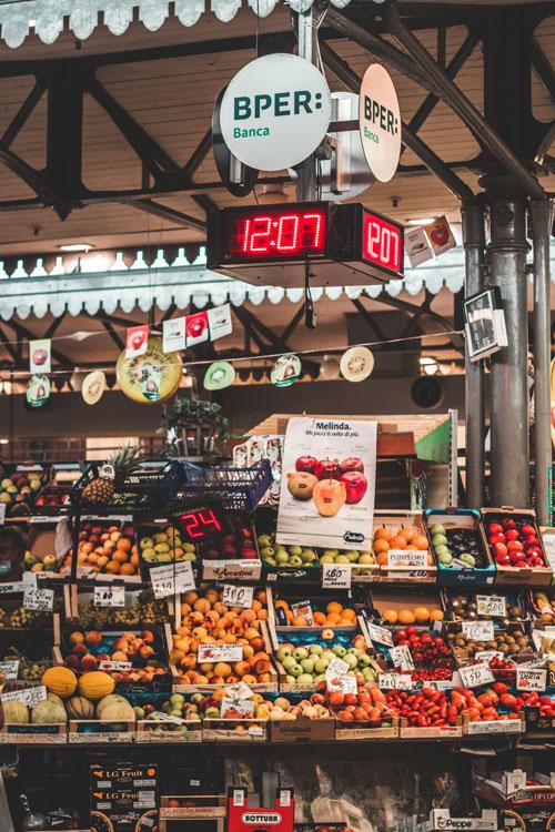 Markt in Modena, Italië