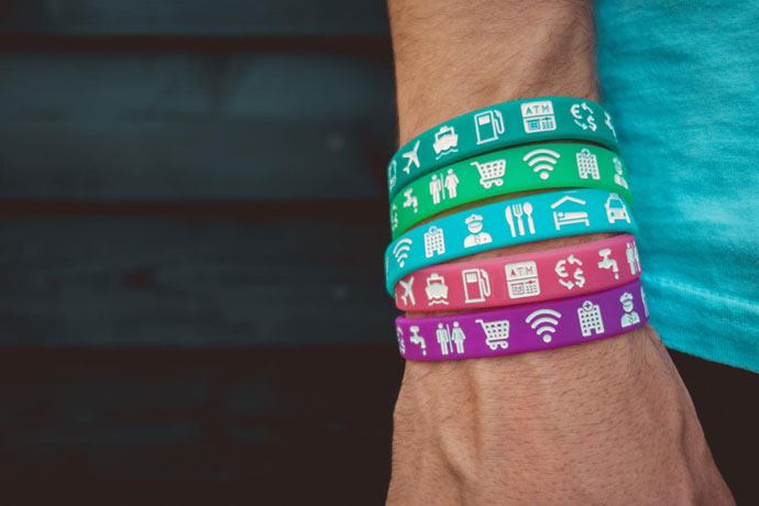 Reisbandje met symbolen en iconen