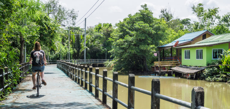 Thailand Fietsen in bangkok Bamboo bicycle Tour