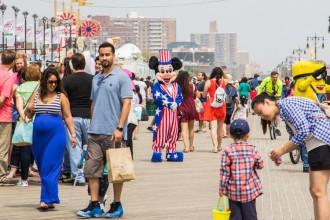 New York: Achtbanen, strand en hot dogs op Coney Island