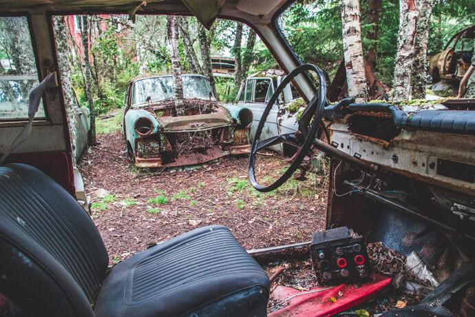 Autokerkhof in Zweden: Båstnas Car Cemetery